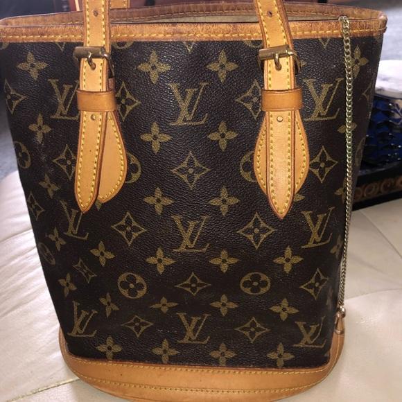 Louis Vuitton Handbags - 💯Authentic LOUIS VUITTON BUCKET BAG monogram ❤️